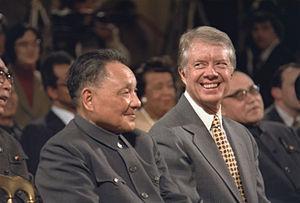Deng Xiaoping, junto al presidente estadounidense Jimmy Carter, en Washington el 31 de enero de 1979, durante el establecimiento de relaciones diplomáticas entre los Estados Unidos y la República Popular China.